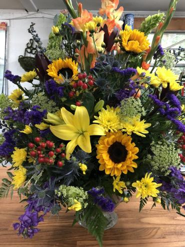 Mixed arrangement with sunflowers