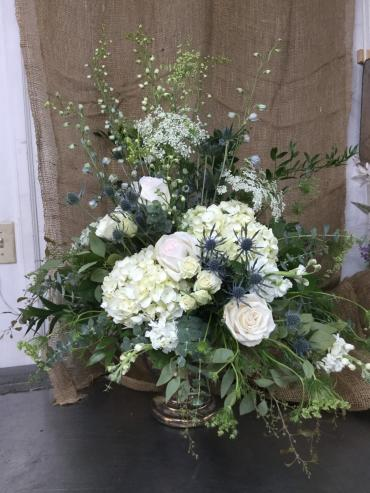 White arrangement for table